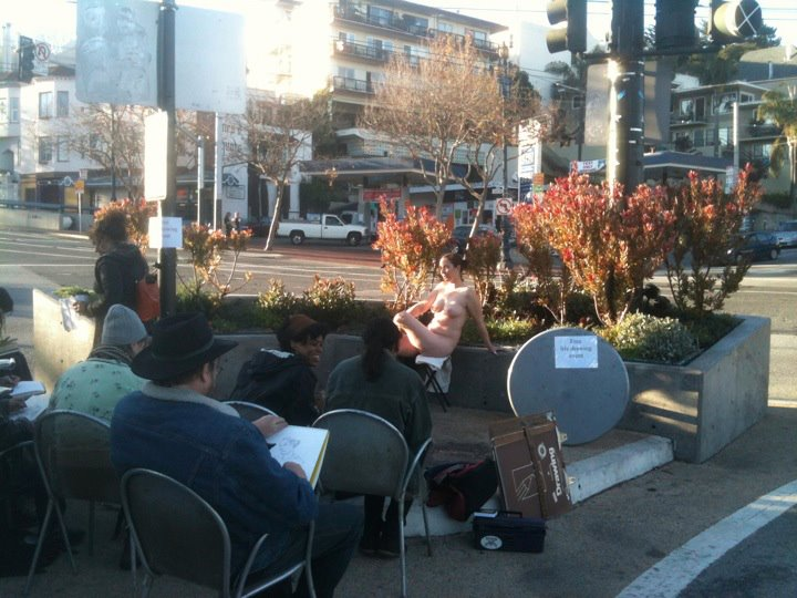 Outdoor life drawing!