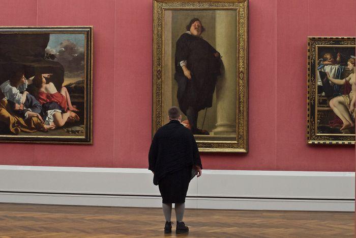 Museum visitors matching artworks